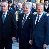 Jean Claude Juncker con Antonio Tajani y Donald Tusk