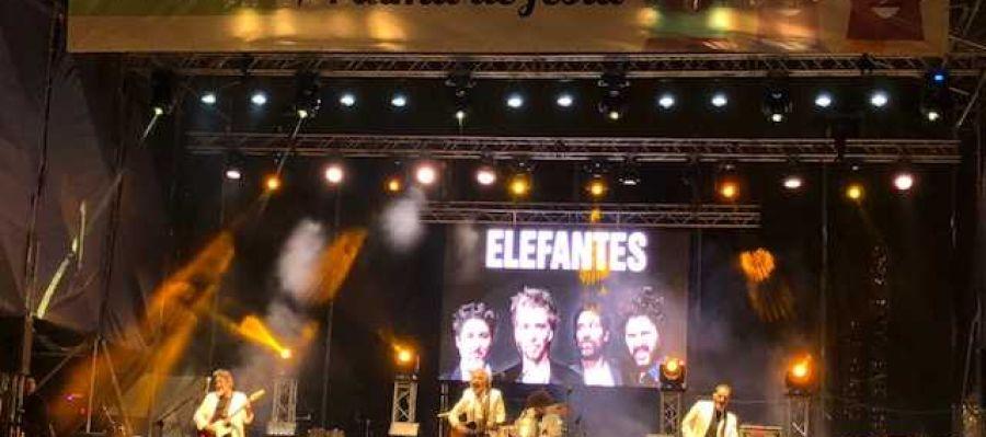 El cuarteto catalán 'Elefantes' clausura las fiestas patronales de Palma en el concierto de Europa FM en la plaza de España.