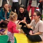 Mónica Oltra en la Fundación Salud Infantil de Elche