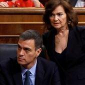 Pedro Sánchez y Carmen Calvo durante el debate de los PGE en el Congreso