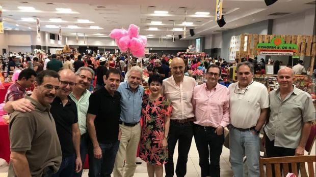 El doctor Litton y su equipo junto a la Vicepresidenta de Honduras