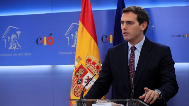 Rivera pide a Puigdemont que no sea cobarde y dé la cara ante la Justicia