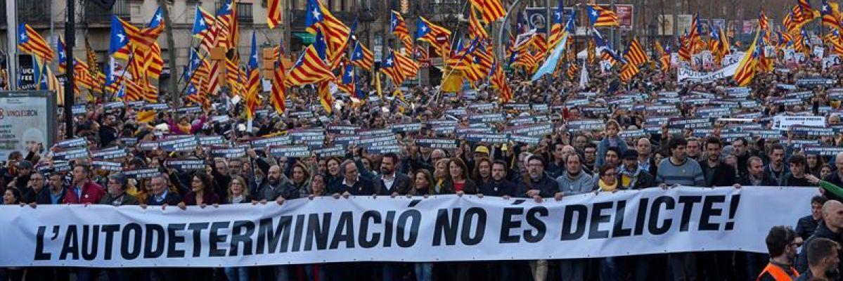 La Guardia Urbana cifra en 200.000 los asistentes a la manifestación contra el juicio del 'procés' en Barcelona