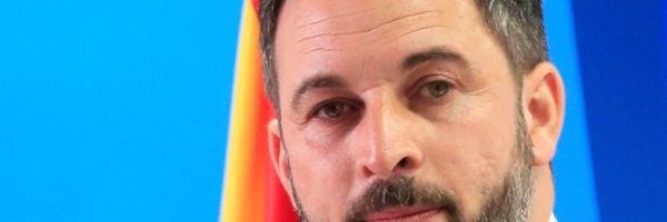 """La polémica propuesta de Vox de cambiar la ley para que los españoles puedan """"disponer de un arma"""" para la autodefensa"""