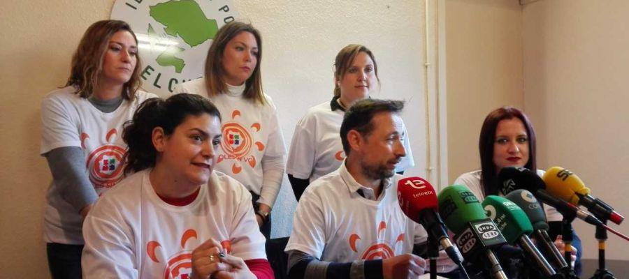 El edil Fernando Durá con integrantes de la plataforma 'Soles sin voz' de Elche