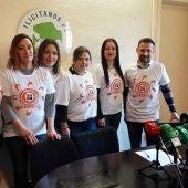 Integrantes de la plataforma 'Soles sin voz' de Elche en el grupo municipal de Ilicitanos por Elche