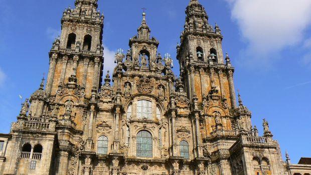 Biblioterapia: Libros para el Camino de Santiago y un elogio perruno de Ferlosio