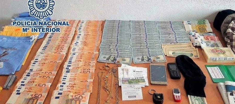 Dinero recuperado por la Policía Local al grupo especializado en el timo del tocomocho