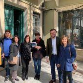 Pablo Ruz y la edil María Dolores Serna con integrantes de Aiteal