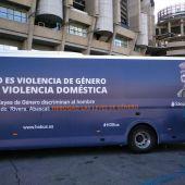 Vista del autobús de la asociación HazteOir.org en Madrid