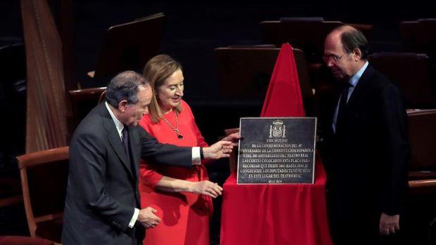 La presidenta del Congreso, Ana Pastor; el presidente del Senado, Pío García-Escudero (d), y el presidente del Teatro Real, Gregorio Marañón