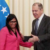 La vicepresidenta de Venezuela, Delcy Rodríguez, con el ministro de Exteriores ruso en Moscú