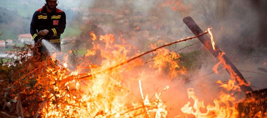 Noticias 1 Antena 3 (04-03-19) Casi un centenar de incendios activos en Asturias