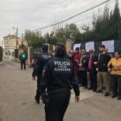 Imagen durante el intento de desahucio que lograron parar las plataformas antidesahucios de Castellón