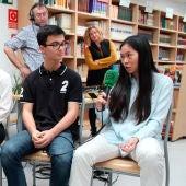 Adolescentes del colegio Miramadrid con Carlos ALsina