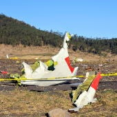 Imagen de los restos del Boeing 737 de Etiopía Airlines esparcidos en el suelo