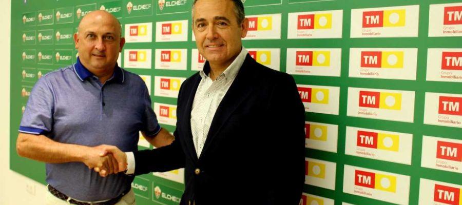 Pablo Serna, de Grupo TM Inmobiliario, junto al presidente del Elche CF, Diego García.