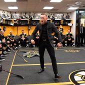 Conor McGregor, en el vestuario de los Boston Bruins de la NHL