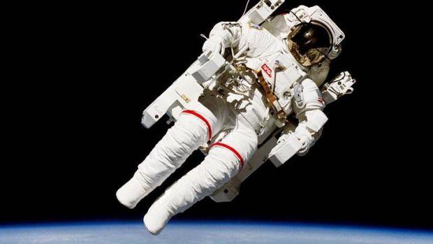 """¿Cómo """"van al baño"""" los astronautas?"""