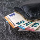 Gana un premio de 750 euros por excelencia académica y Hacienda le reclama el 19%