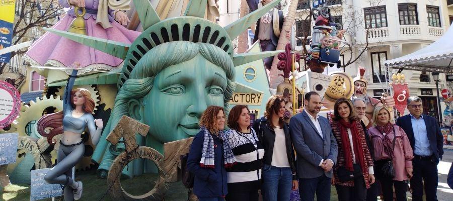 El Ministro de Fomento ha visitado diversas Fallas de la ciudad de València.