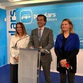 El presidente del PP balear, Biel Company, junto a Marga Prohens y Maria Salom.