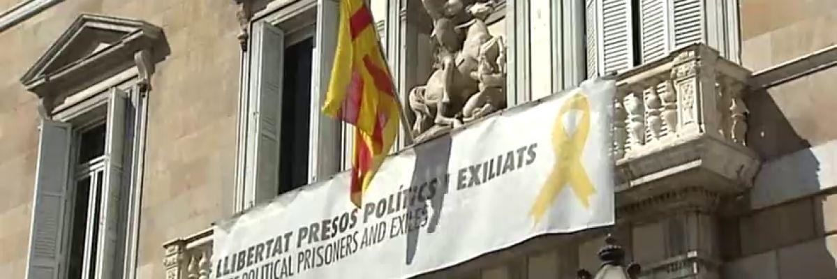 El Defensor del Pueblo catalán recomienda retirar los lazos y esteladas durante el periodo electoral