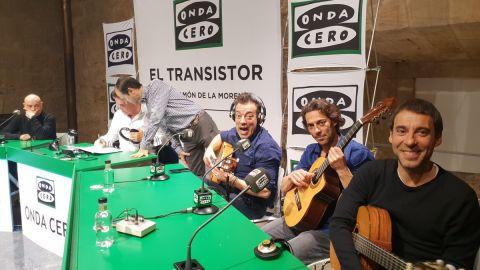 Así canta Café Quijano 'La taberna del buda' en El Transistor