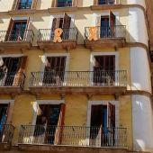 Lazos colocados en una fachada del Ajuntament de Palma