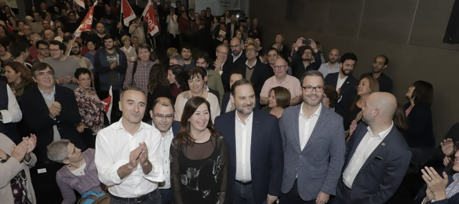 José Luis Ábalos, acompañado de Francina Armengol y el resto de candidatos del PSIB a las elecciones generales.