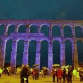 Iluminado el Acueducto de azul por el Día Internacional del TEA