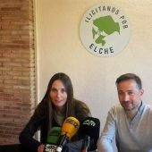 Cristina Martínez, portavoz de Ilicitanos por Elche, y Fernando Durá, portavoz adjunto.