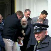 Momento de la detención de Julian Assange