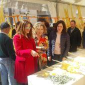 Marta Martín, candidata al Congreso de Cs, en el mercado de palma blanca de Elche