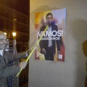 Fernández-Bravo, pegando carteles en los Jardines del Prado
