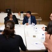 El presidente de la Diputación, Javier Moliner, con el jurado del concurso de ideas de los proyectos arquitectónicos para la rehabilitación de Sant Joan de Penyagolosa.