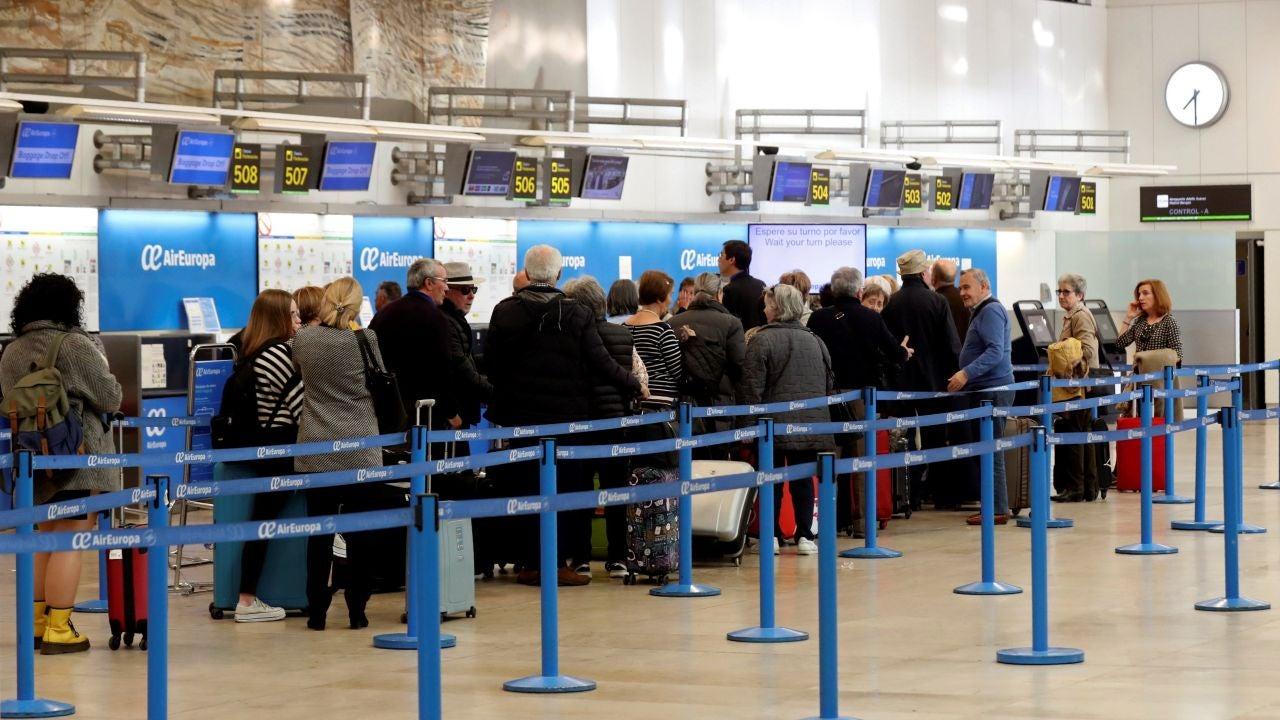 bbc93f1c3d Normalidad en Barajas salvo mayores colas en momentos de salida de más  vuelos | ONDACERO RADIO