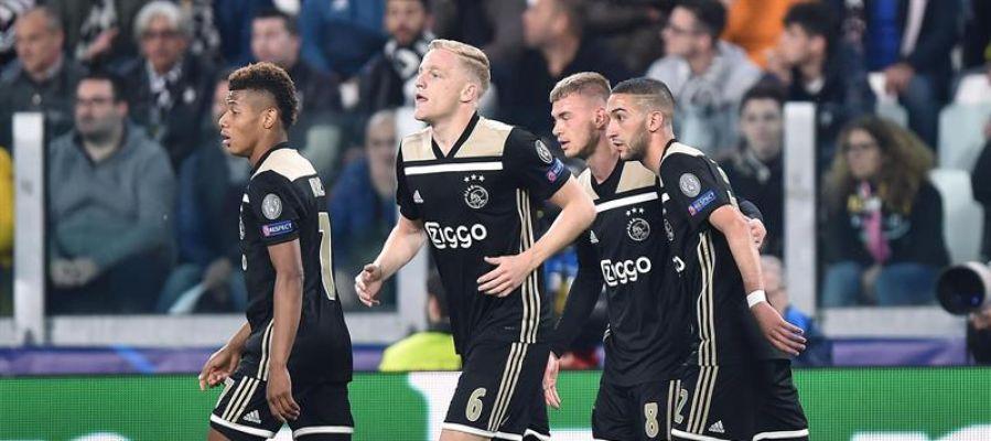 Los jugadores del Ajax celebran su gol ante la Juventus.