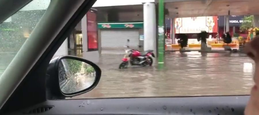 La lluvia y el granizo cobran protagonismo en Sevilla en Semana Santa