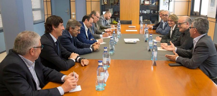 La rectora de la UJI se reúne con las principales asociaciones del sector cerámico