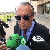 FOTO DE ARCHIVO || Carlos Fabra a la salida de los juzgados en Castellón.