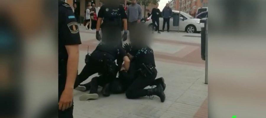 Investigan la actuación policial de agentes de Fuenlabrada por reducir a un joven magrebí con violencia
