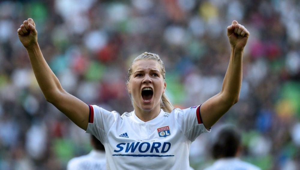 Hegerberg celebra un gol