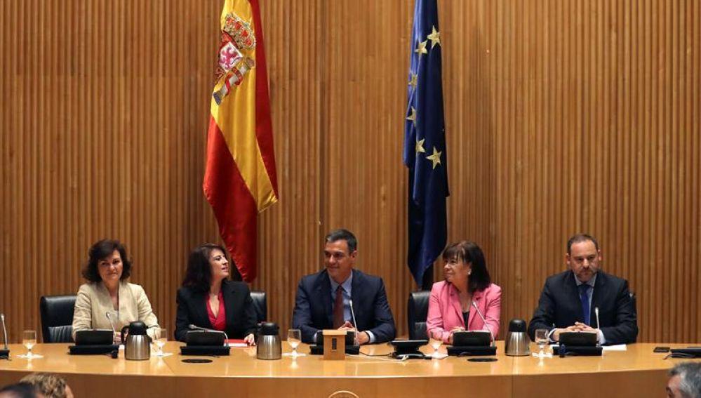 Reunión del Grupo Parlamentario Parlamentario Socialista antes de la sesión constitutiva