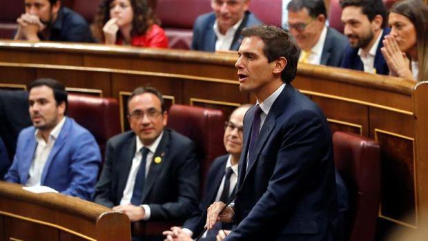 Tensión en el Congreso por el acatamiento de la Constitución de los diputados independentistas