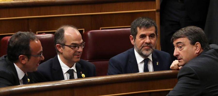 Rull, Turull y Jordi Sánchez hablan con Aitor Esteban
