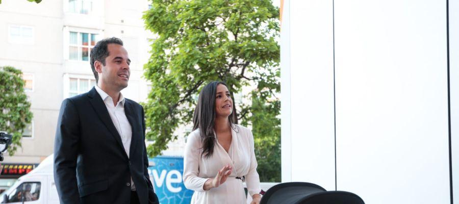 Ignacio Aguado y Begoña Villacís a su llegada a la sede de Ciudadanos
