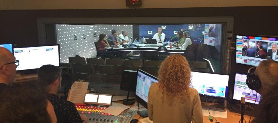 La redacción de Onda Cero volcada con el Especial Elecciones de Carlos Alsina