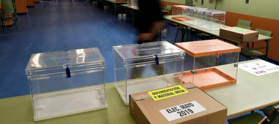 Todo listo en los colegios electorales para los comicios municipales, autonómicos y europeos