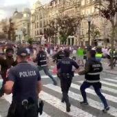 Los ultras ingleses en las calles de Oporto